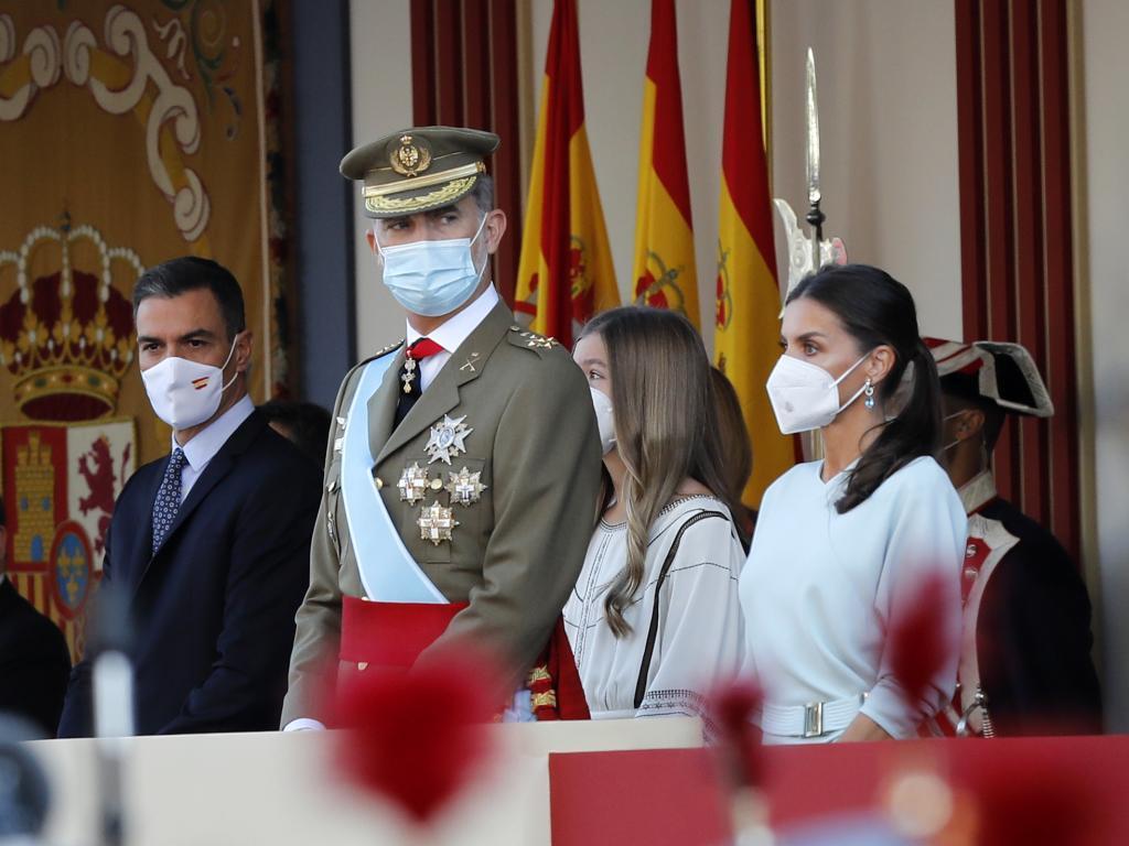 Los Reyes, la Infanta Sofía y Pedro Sánchez, en la tribuna de autoridades.