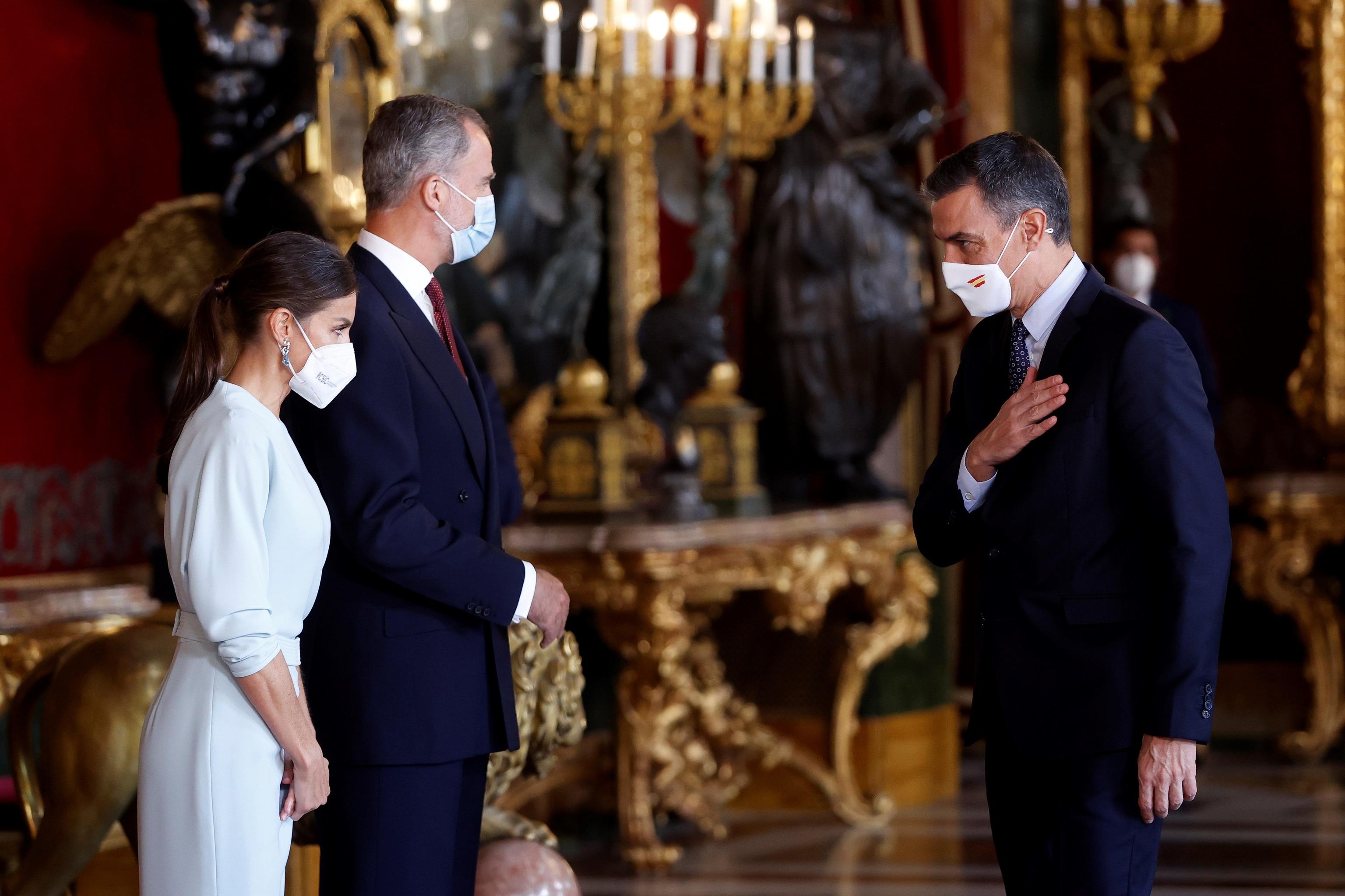 Pedro Sánchez saluda a los Reyes ayer, 12 de Octubre.