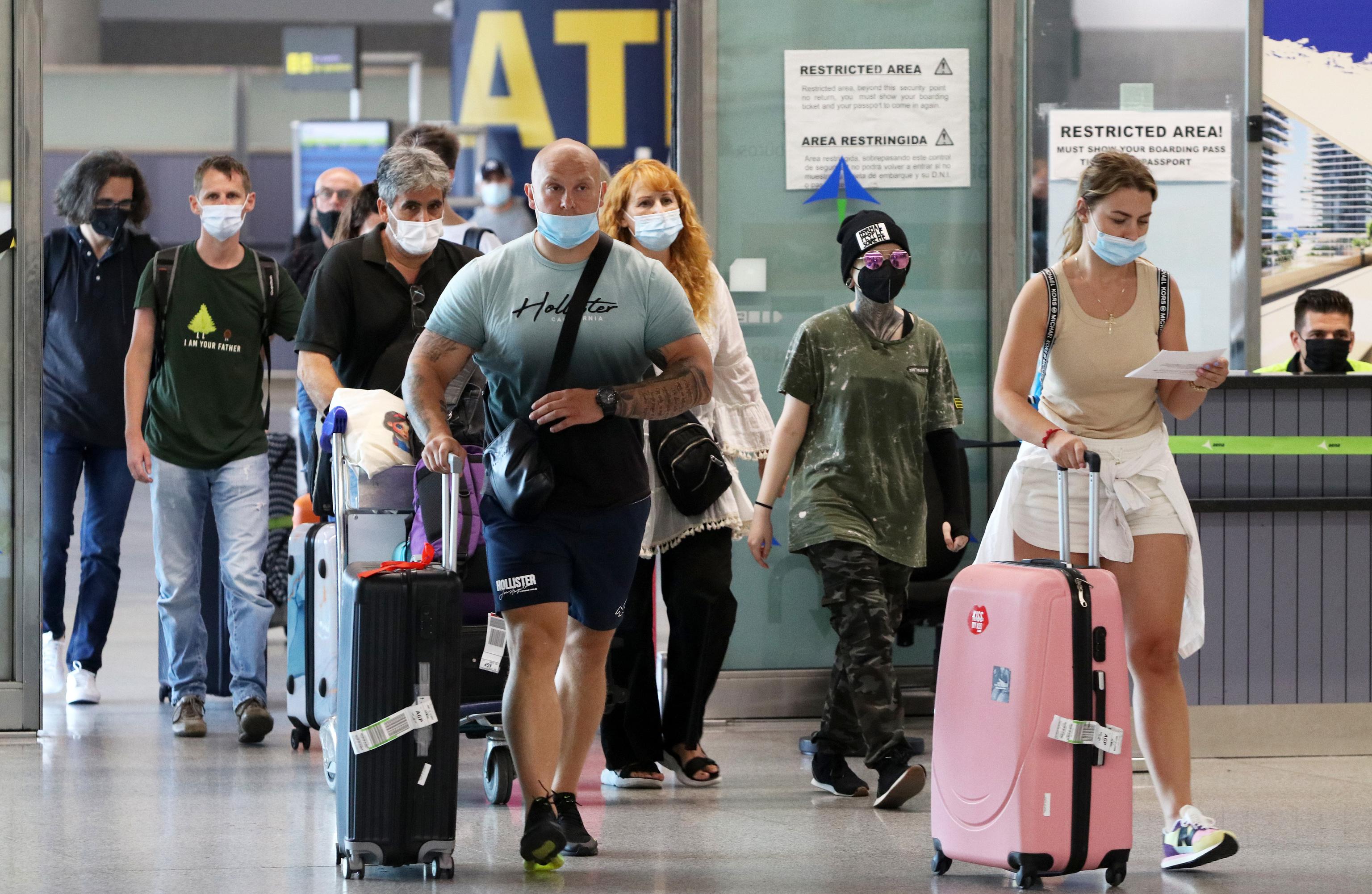 Llegada masiva de turistas de varias nacionalidades al aeropuerto de la capital para disfrutar del verano en la Costa del Sol, a 19 de julio de 2021, en Málaga
