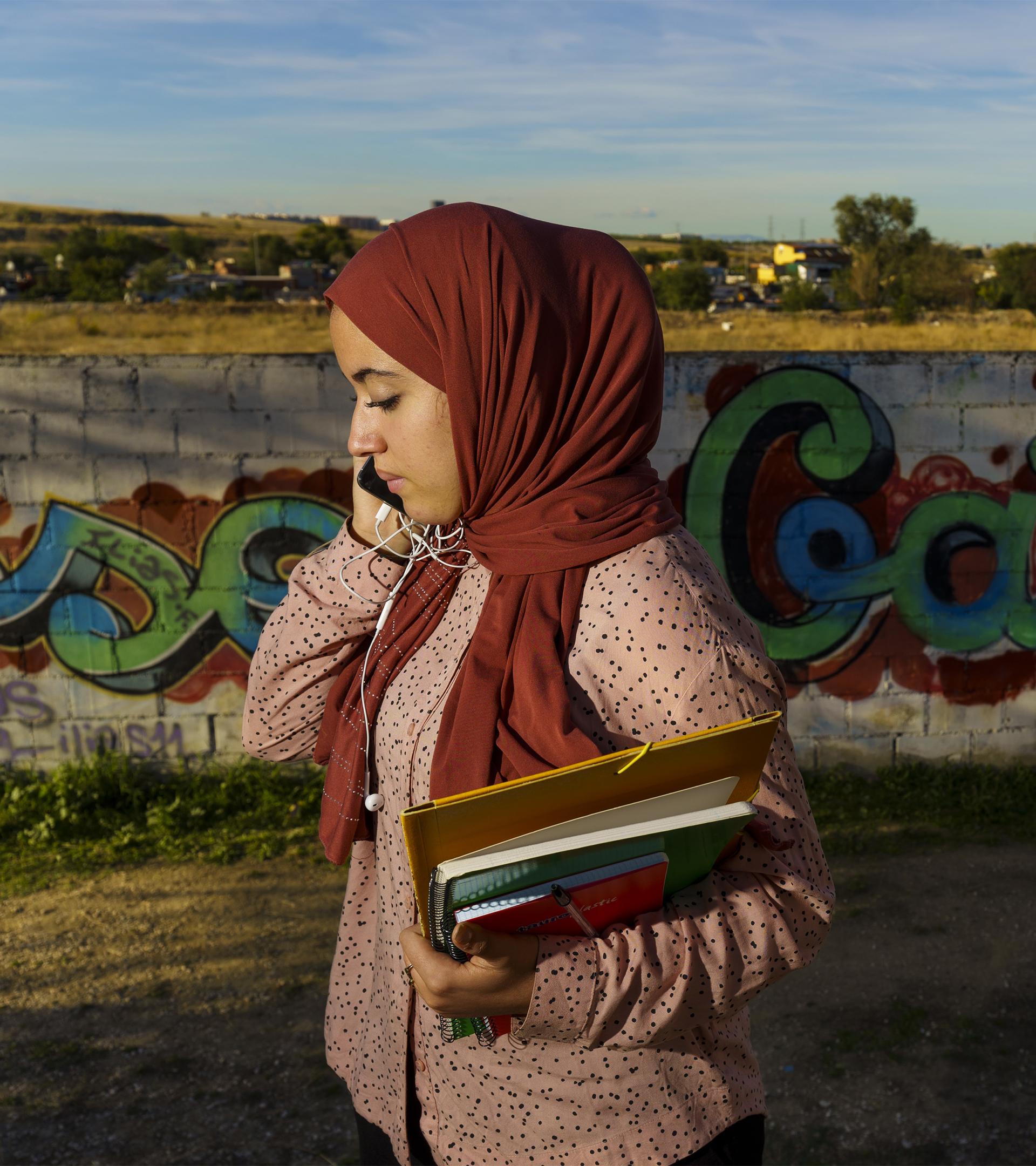 La joven universitaria que estudiaba con velas, sin internet y dos abrigos en la Cañada Real