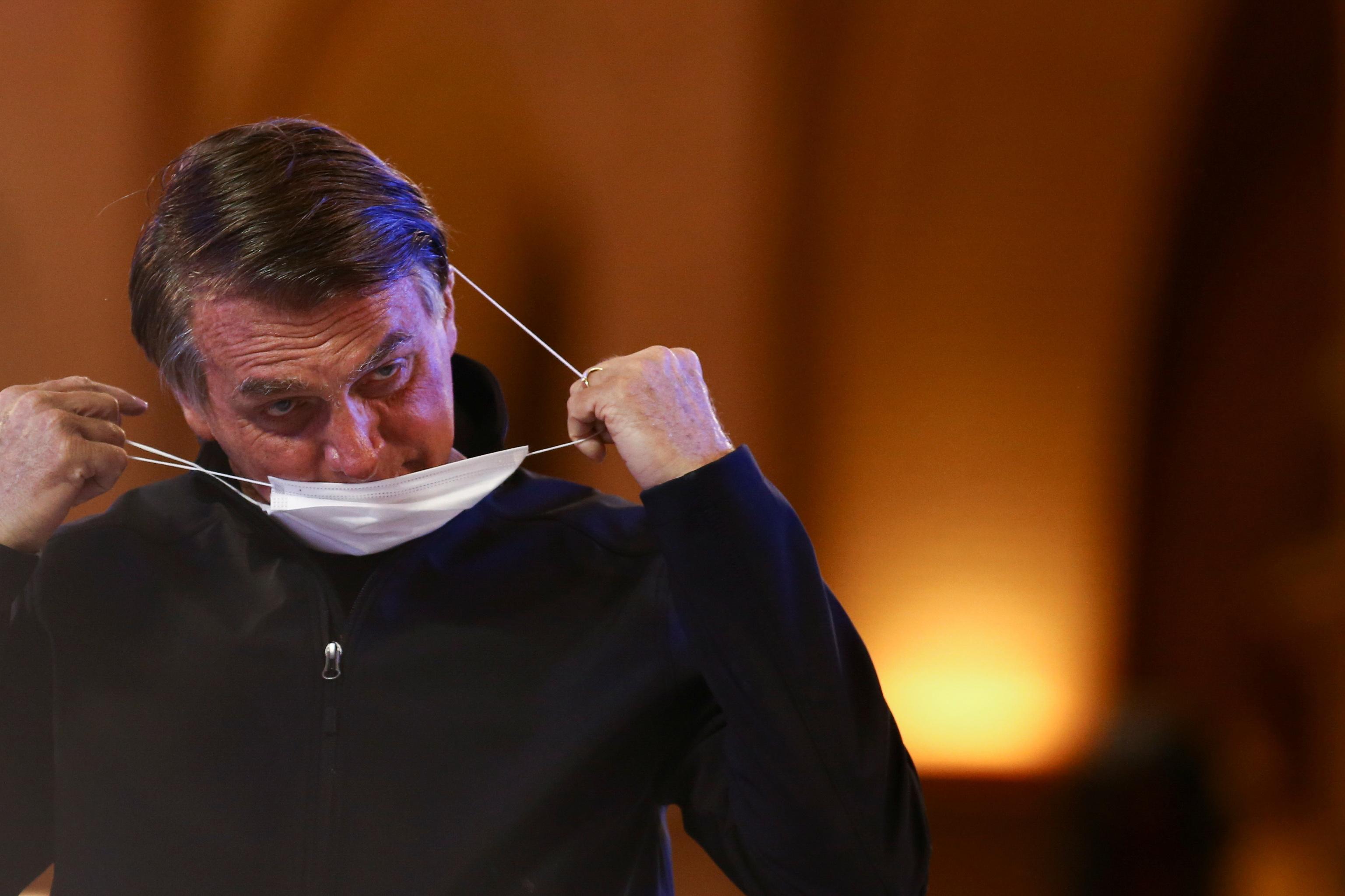 Bolsonaro se quita la mascarilla durante un acto en Sao Paulo.