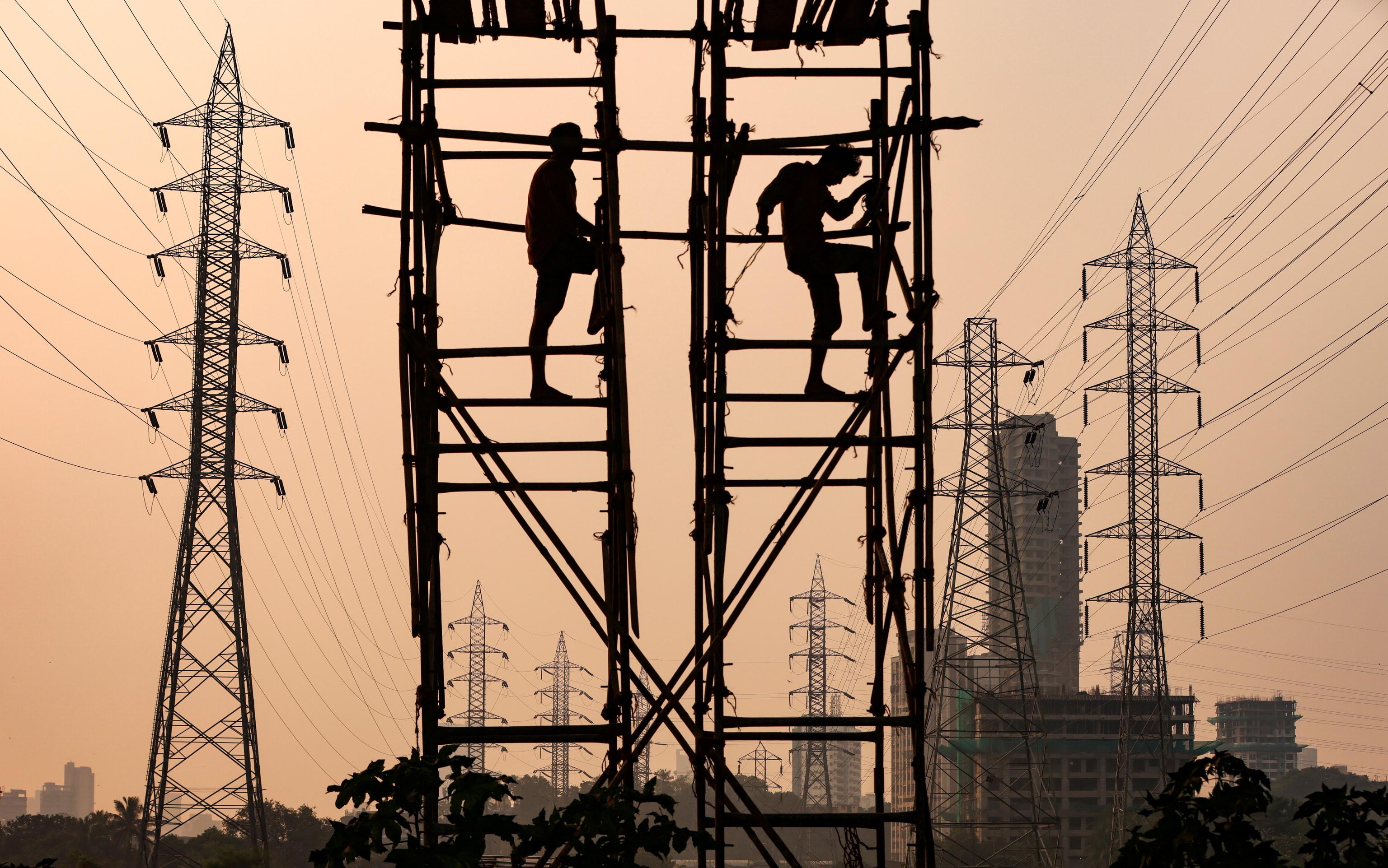 El precio de la luz sube este jueves un 16% hasta alcanzar 215,63 euros/MWh