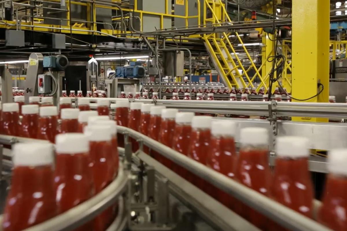 Envasado de ketchup Heinz.