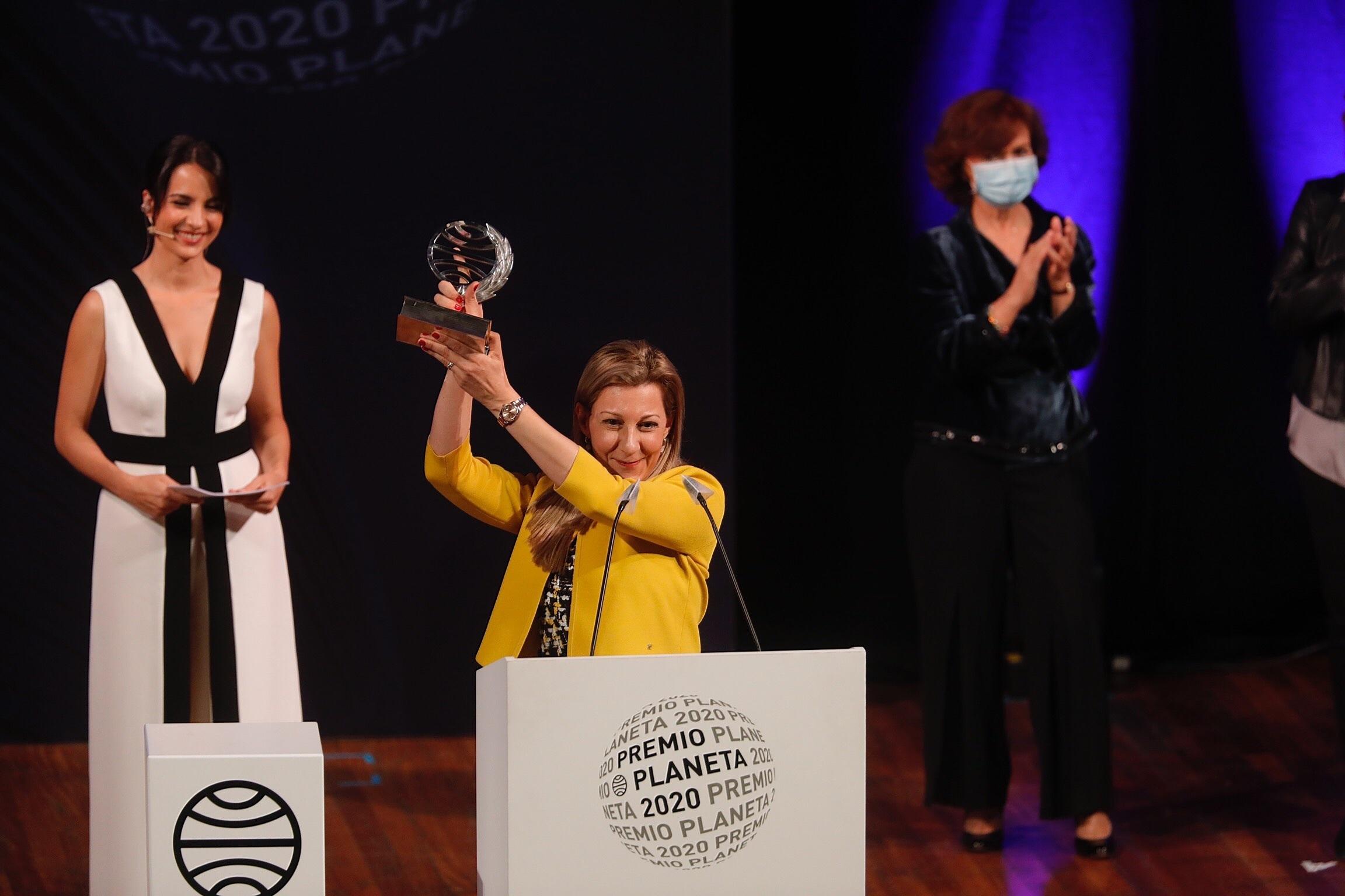 La escritora vitoriana Eva Garcia Sáenz de Urturi, ganadora del Premio Planeta 2020