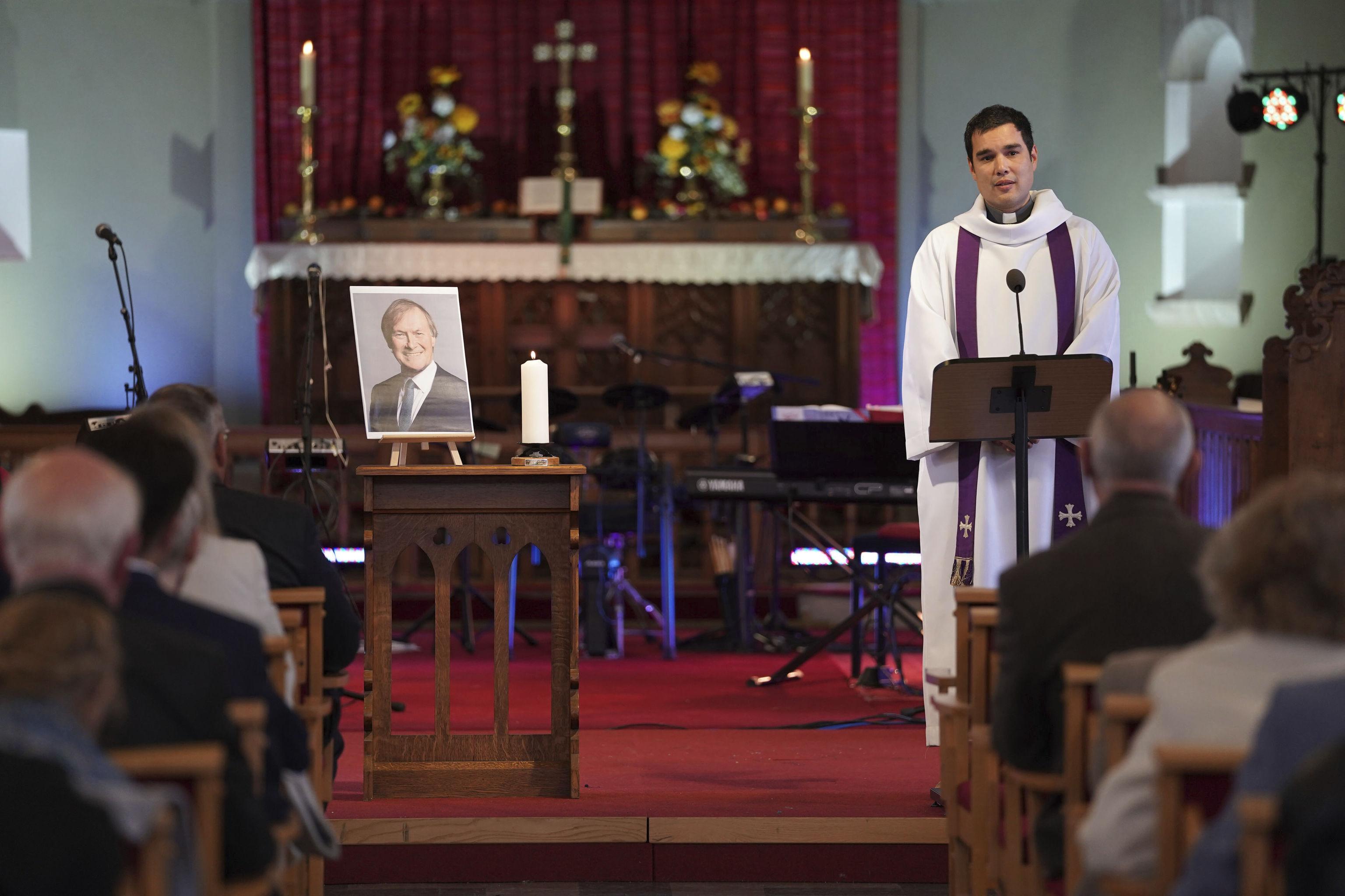 Vigilia por David Amess en la iglesia anglicana de St Michael All Angels de Leigh-on-Sea.
