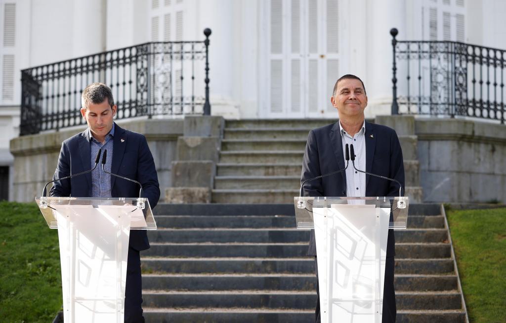 El secretario general de Sortu, Arkaitz Rodríguez, y el líder de Bildu, Arnaldo Otegi.