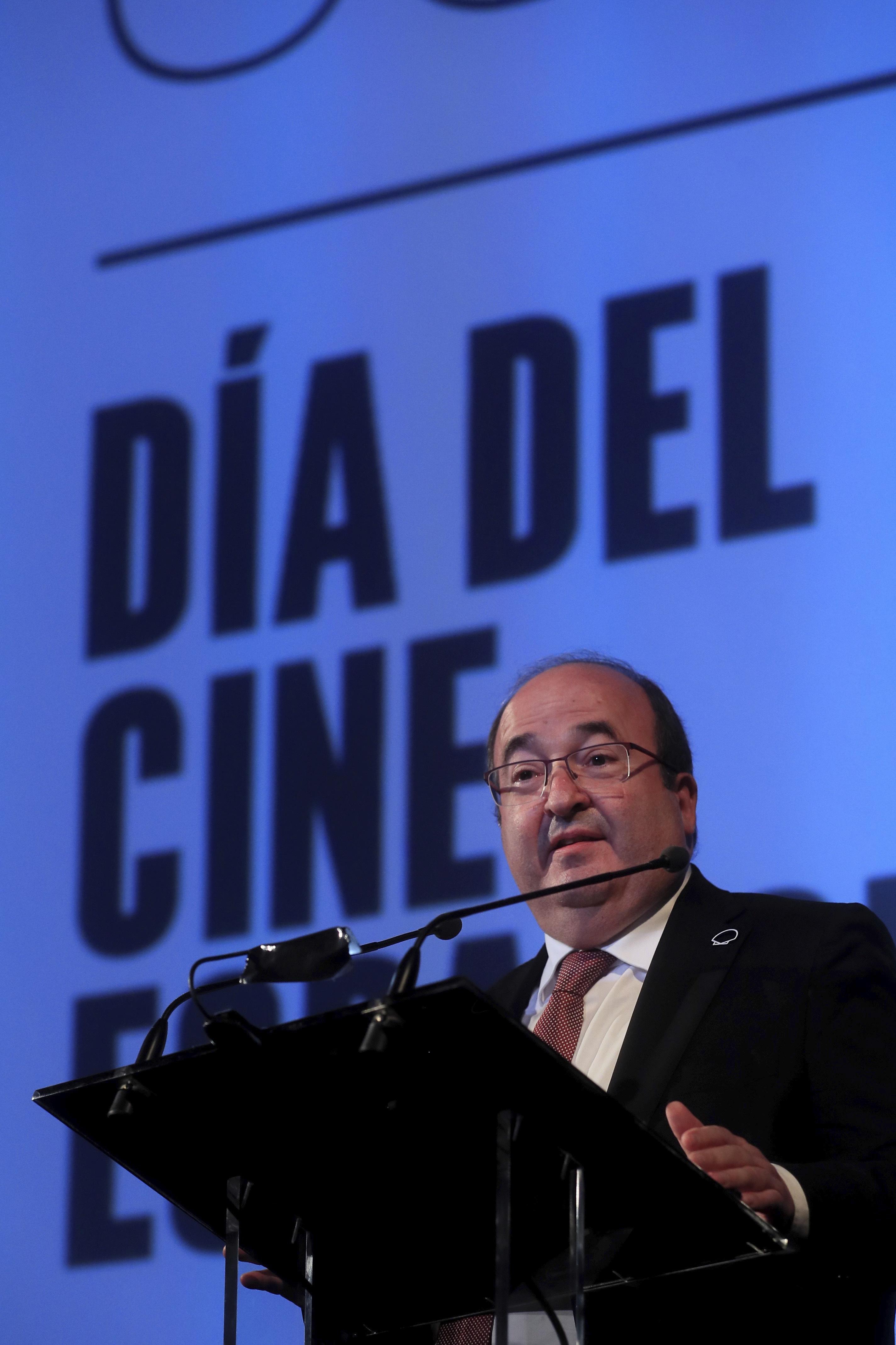 El ministro de Cultura y Deporte, Miquel  Iceta, durante la celebración del Día del Cine Español en el cine Doré, sede de la Filmoteca Española.