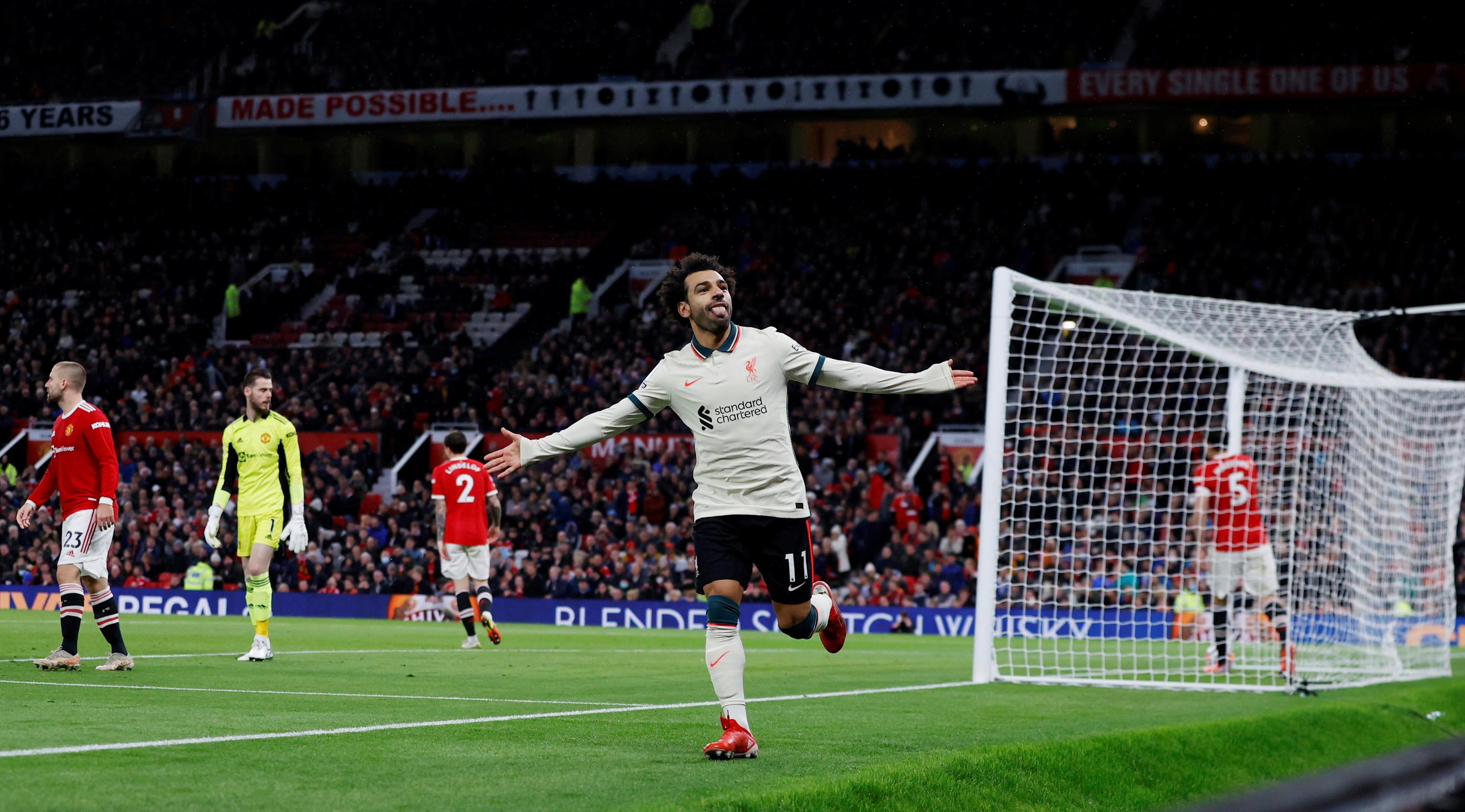 Salah celebra uno de sus goles al United.