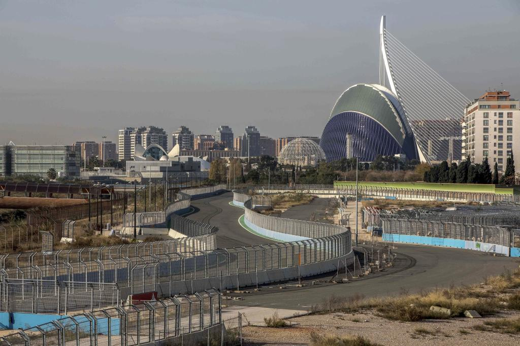 Aspecto del trazado del circuito de F1 por Valencia tras ser abandonado.