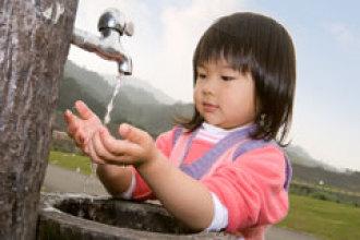¿Qué tiene de malo el agua del grifo?