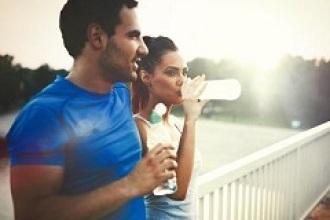¿Beber o no beber antes y durante una carrera de 10K?