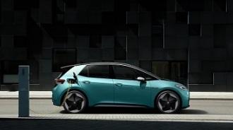 Tres formas de cargar en tu propia casa un coche eléctrico