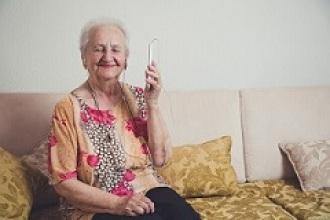 Nace #Ningunmayorsolo, una iniciativa para dar apoyo psicológico a nuestros mayores