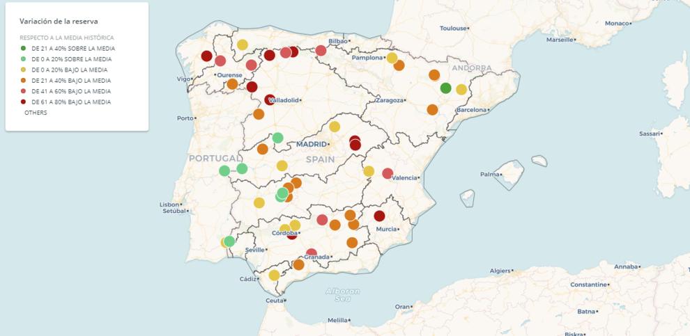Pulse sobre los puntos para ver más información. Variación de la reserva de los 50 mayores embalses de España con respecto a su valor medio histórico en septiembre
