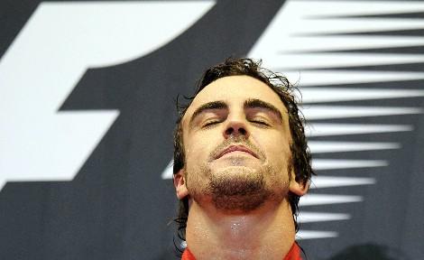Fernando Alonso, en el podio de Singapur.