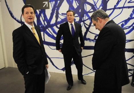 Clegg, Cameron y Brown. | Foto: AP