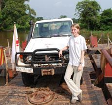 Anne Connelly, camino al proyecto de MSF en Djomo. (MSF)