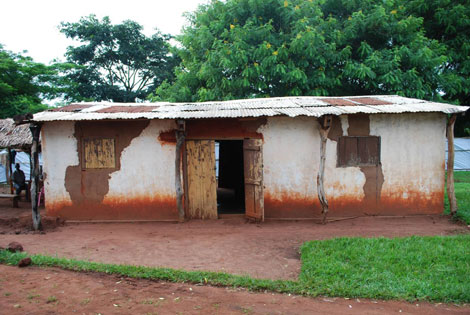 Vista del centro de salud de Gontikiri antes de ser rehabilitado.   MSF (Anne Connelly)