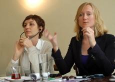Esra Erbas de la organización turca Mor Çati y Gauri van Gulik, de Human Rights Watch, en Estambul, Mayo 2011. Foto: Ilya U. Topper