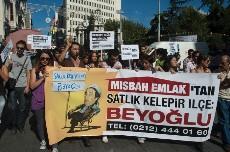 Manifestación en Beyoglu con la caricatura del alcalde. Foto: Ilya U. Topper. 2011