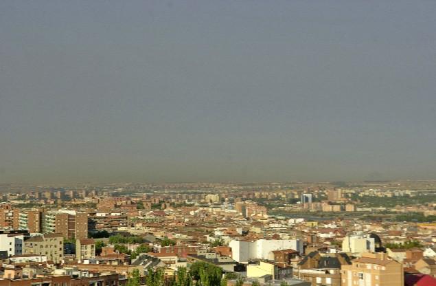 Nube de polvo provocada por vientos del Sahara en Madrid en 2005 (PEDRO CARRERO)