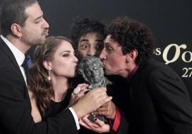 El director, Alejandro Burgués, con los actores de 'Juan de los muertos'.