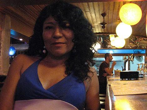 Ana María en el bar