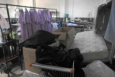 Colchones donde dormían los trabajadores del taller