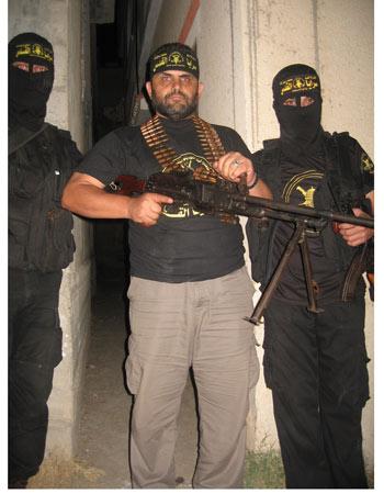 Activista turco con milicianos de la Yihad