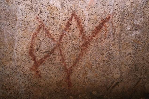 Símbolos en la cueva del Castillo (Cantabria)