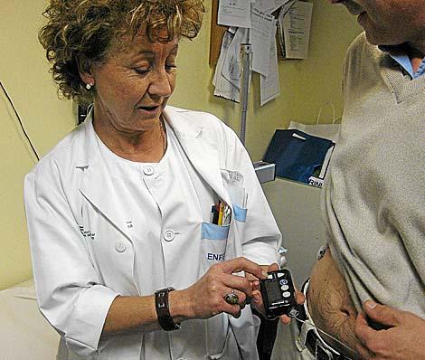 Una enfermera, en Málaga, en una imagen de archivo | El Mundo