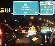 Control policial en la carretera de La Coruña