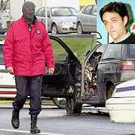 El vehículo de Eduardo Madina, cuya imagen se encuentra en la parte superior derecha. (EFE)