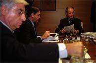 Atutxa (fondo), Knörr (centro) y Huertas, en la reunión de la mesa del Parlamento vasco. (Pablo Viñas)