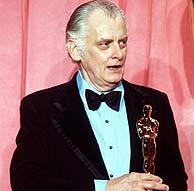 Art Carney recoge un Oscar en 1974 (EFE)