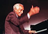 Rubén González en una imagen de marzo de 1999. (AP)