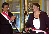 Alejandro Toledo, durante el acto durante el juramento de la presidenta del Consejo de ministros, Beatriz Merino. (AP)