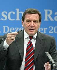 Gerhard Schröder, en la rueda de prensa. (AFP)