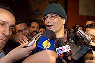 Ali Lmrabet, al salir de la cárcel. (EFE)