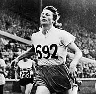 Blankers-Koen, en el momento de proclamarse campeona olímipica de los 200 m. en 1948. (AFP)