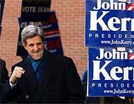 John Kerry, durante la jornada electoral en Manchester (New Hampshire). (AFP)