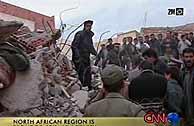 Los equipos de rescate trabajan en busca de supervivientes. (CNN)