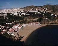 Alhucemas crece a orillas del Mediterráneo.