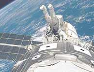 Un astronauta en el exterior de la ISS. (NASA)