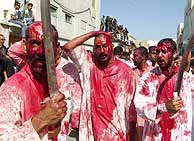 Los chiíes celebran la fiesta religiosa de la Achura por primera vez en tres décadas. (AP)