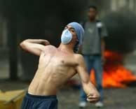Los enfrentamientos entre opositores y la Guardia Nacional continúan en Venezuela.(REUTERS)