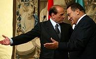 Mubarak y Berlusconi durante la entrevista en Roma.(REUTERS)