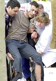 Uno de los heridos en la estación del Pozo del Tío Raimundo. (EFE)