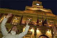 Protestas espontáneas en la Puerta del Sol. (AP)
