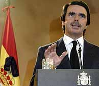 Aznar, en su comparecencia en La Moncloa. (REUTERS)